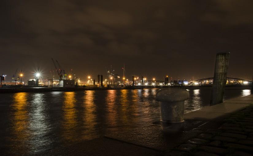 Kurz vor der Flut – Hamburger Hafen